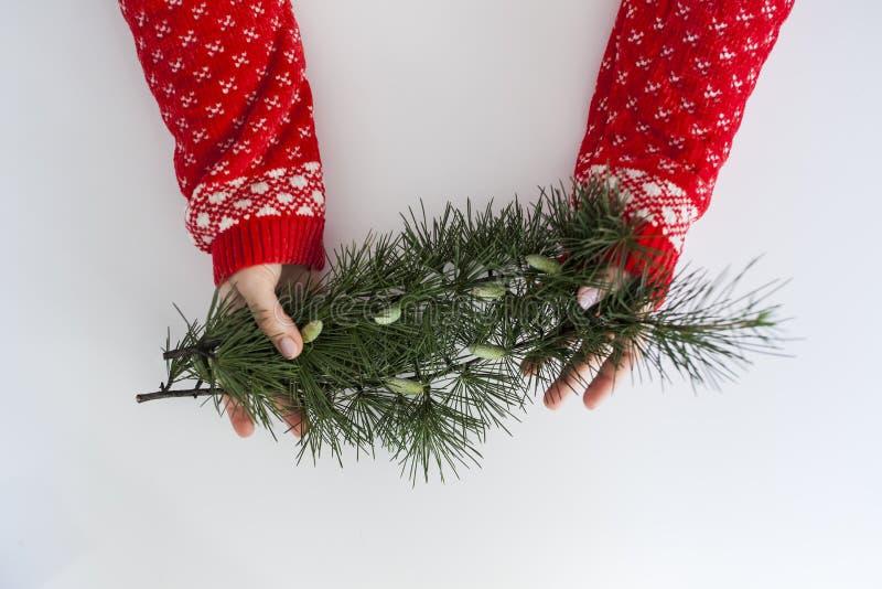 Jong meisje met Kerstmissweater royalty-vrije stock afbeeldingen