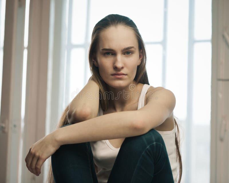 Jong meisje met lang haar royalty-vrije stock afbeelding