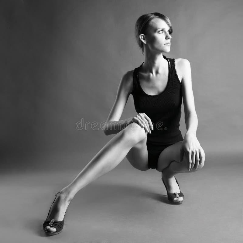 Jong meisje met lange benen royalty-vrije stock afbeeldingen