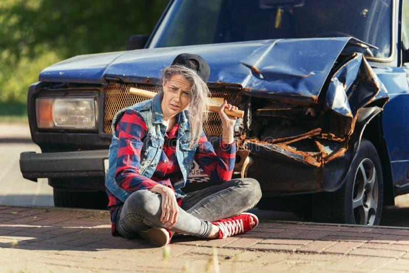 Jong meisje met make-up van hogere vrouw Hipster bejaarde oma royalty-vrije stock afbeelding
