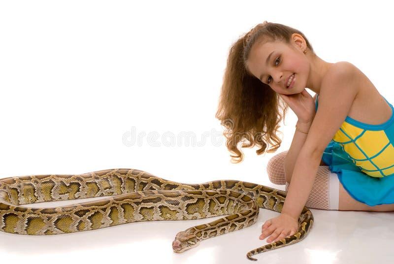 Jong meisje met pythonslang royalty-vrije stock foto's