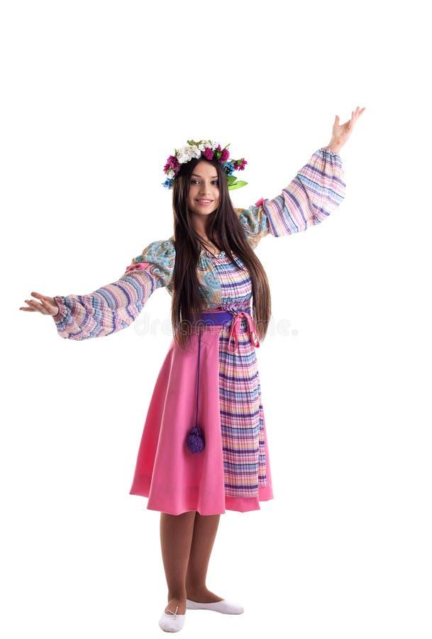 Jong meisje met slingerdans in Russisch kostuum royalty-vrije stock foto's