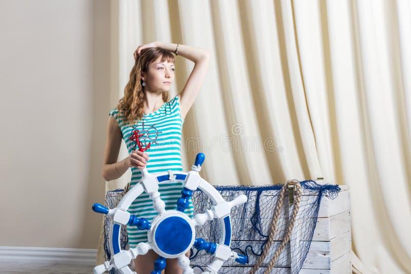 Jong meisje met stuurwiel stock foto
