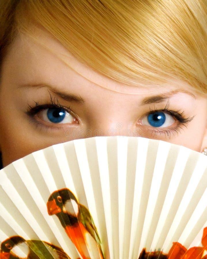 Jong meisje met ventilator royalty-vrije stock foto