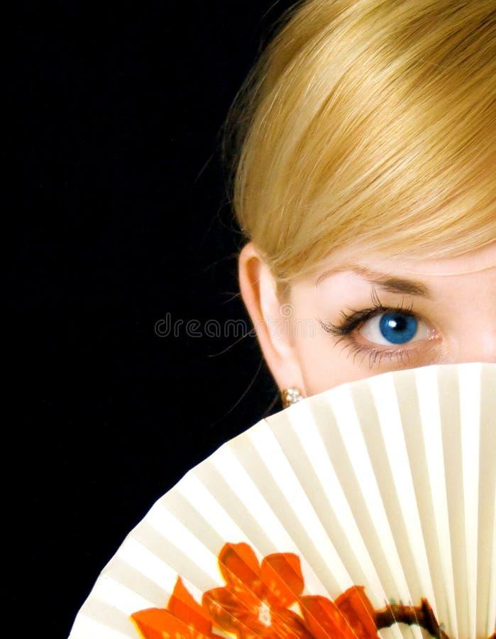 Jong meisje met ventilator royalty-vrije stock afbeeldingen