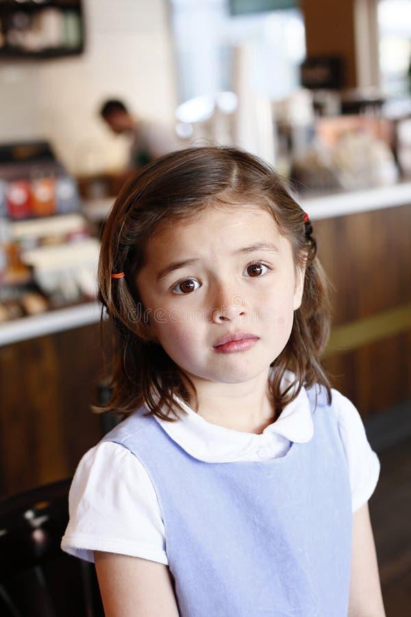 Jong Meisje op de Algemene Vergadering van de Koffie stock afbeelding