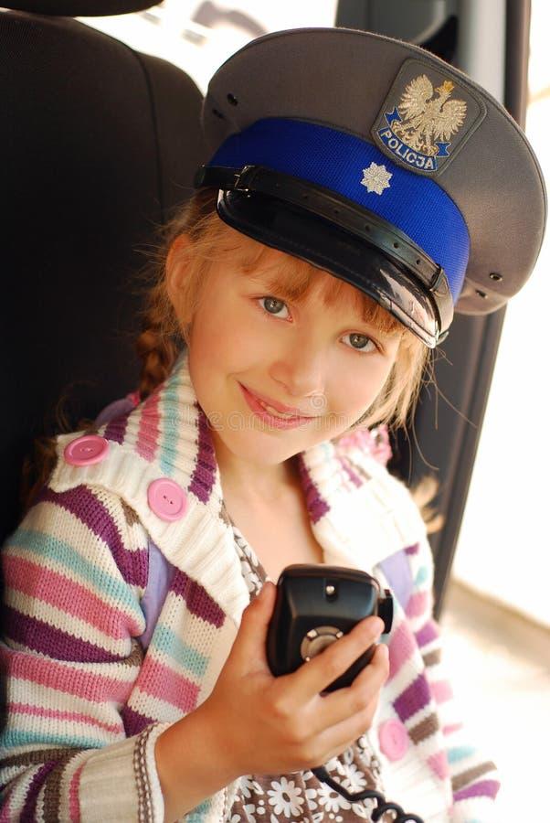 Jong meisje in politiehoed royalty-vrije stock afbeeldingen
