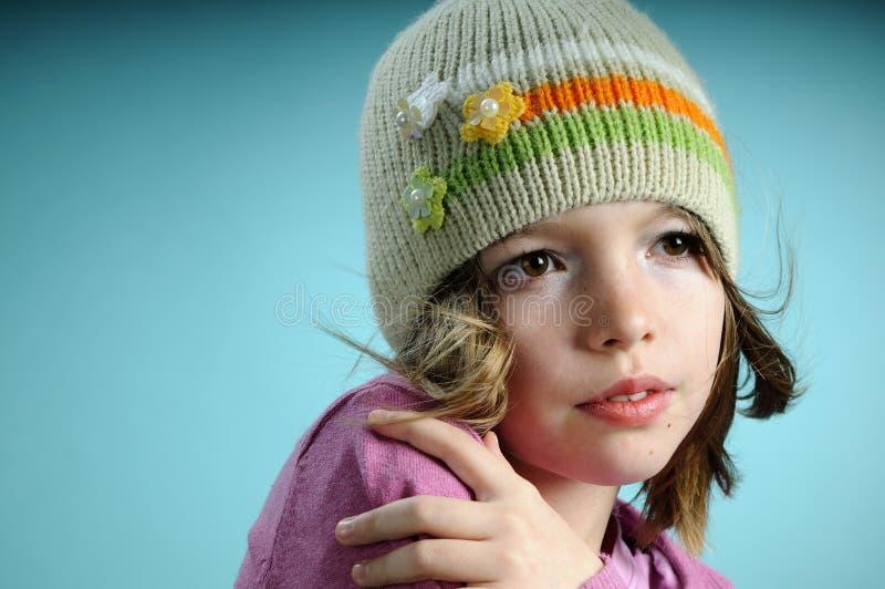 Jong model dat de lenteinzameling voorstelt stock fotografie