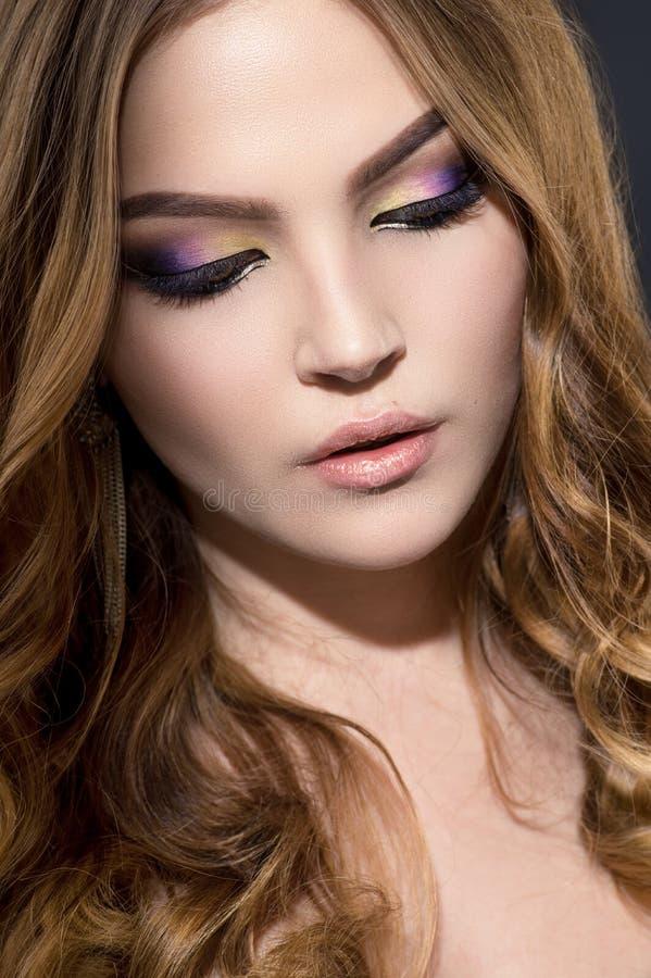 Download Jong Model Met Perfecte Make-up Stock Foto - Afbeelding bestaande uit wijfje, elegantie: 54081046