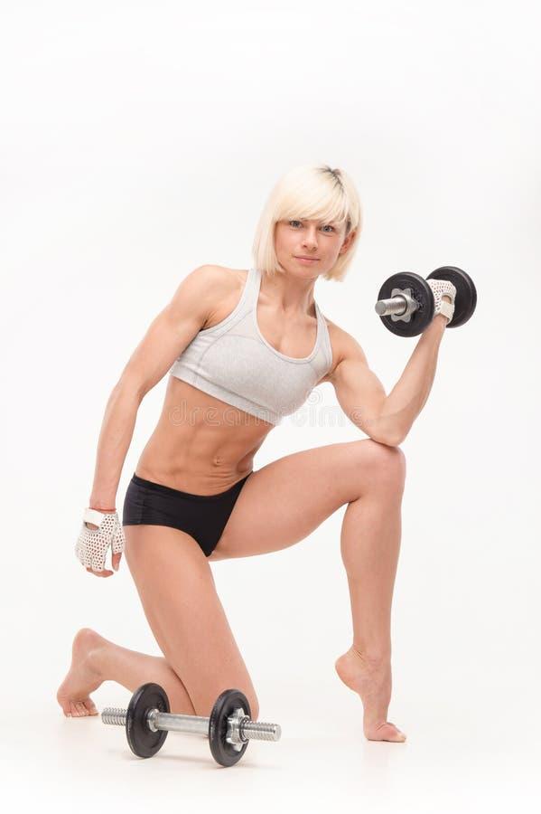 Jong mooi blonde met een atletisch cijfer stock foto