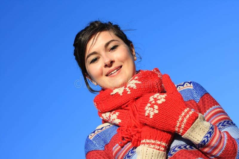 Jong, mooi meisje in de winterkleding stock foto's