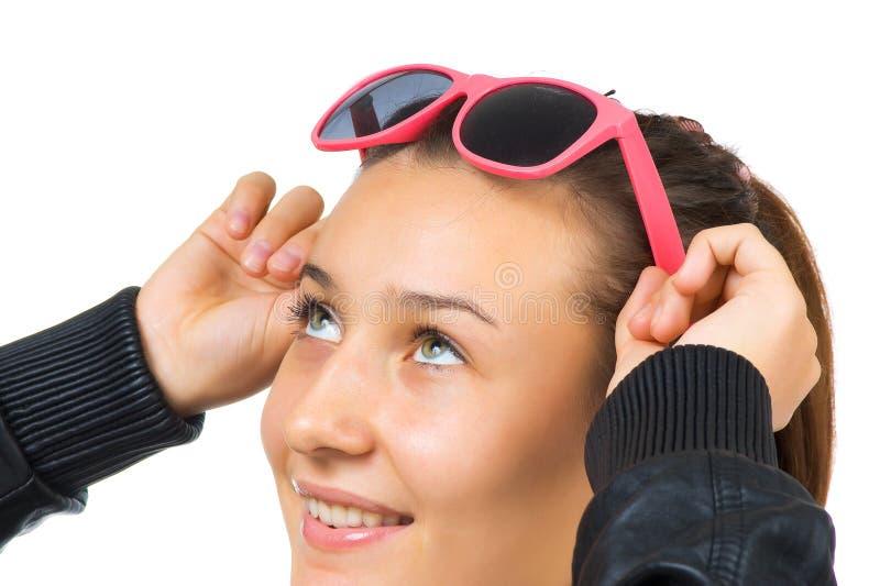 Jong mooi meisje met zonnebril royalty-vrije stock fotografie