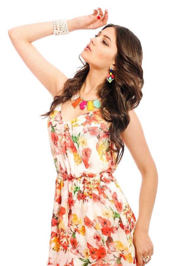 Jong mooi meisje in sundress op witte achtergrond stock fotografie