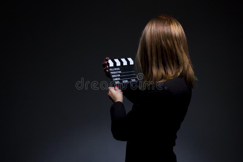 Jong mooi meisje in zwarte stock foto