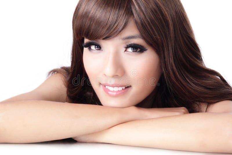 Jong mooi vrouw het Glimlachen gezicht stock foto's