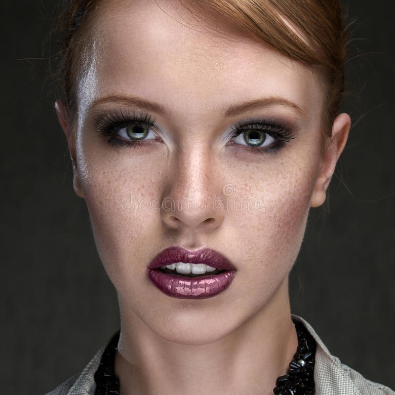 Jong mooi vrouwengezicht royalty-vrije stock afbeelding