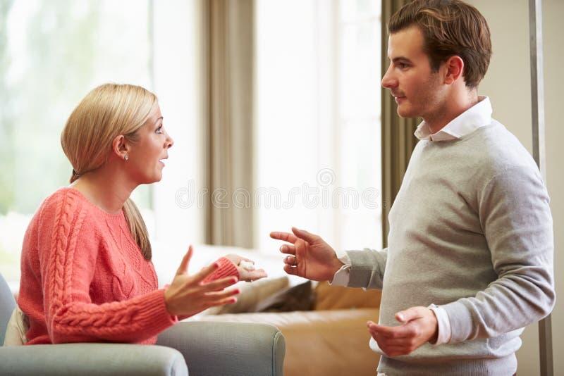 Jong Paar die Argument hebben thuis royalty-vrije stock foto
