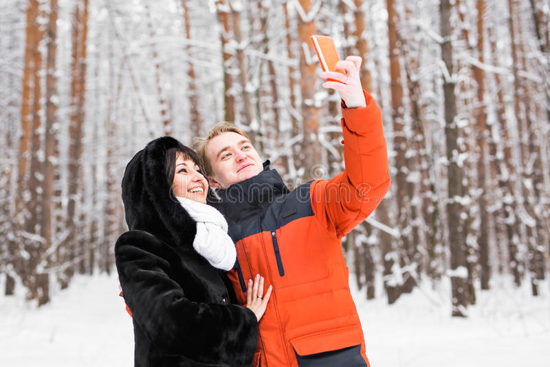 Jong paar die een selfie nemen royalty-vrije stock fotografie