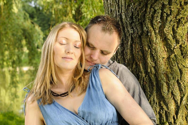 Jong paar in liefde royalty-vrije stock afbeelding