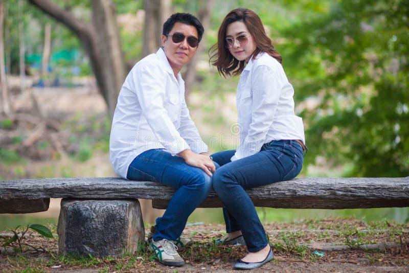 Jong paar in liefde royalty-vrije stock foto