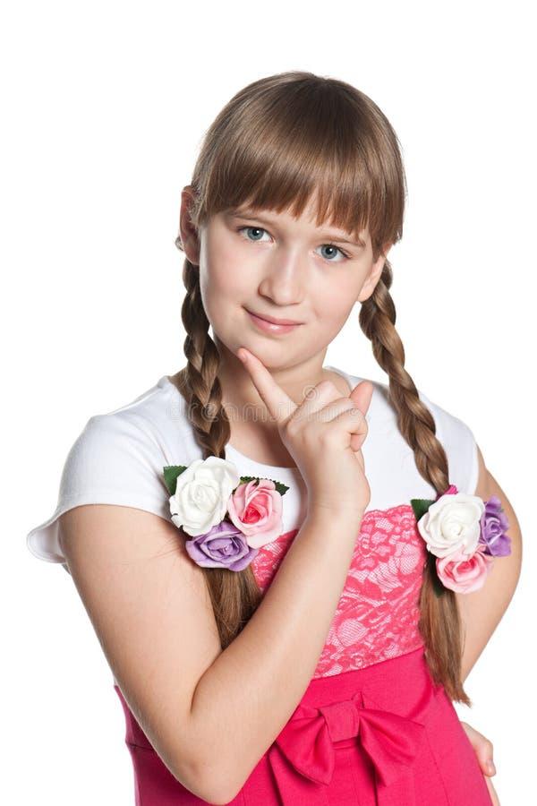 Jong peinzend meisje op de witte achtergrond royalty-vrije stock foto