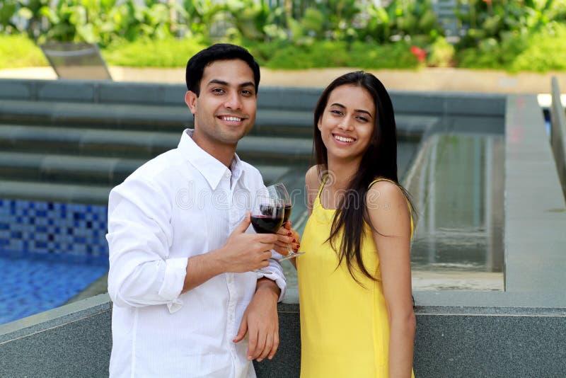 Jong romantisch paar. stock afbeelding