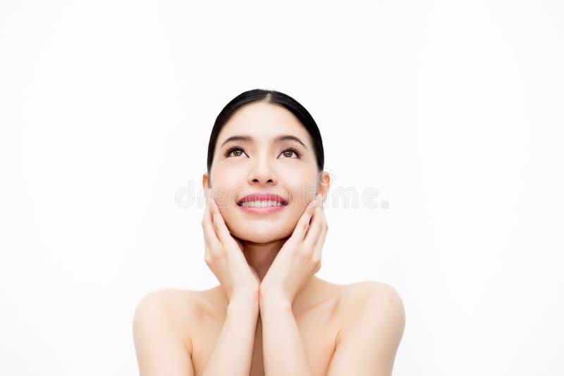 Jong schoonheids Aziatisch gezicht, mooie die vrouw over witte bac wordt geïsoleerd royalty-vrije stock afbeelding