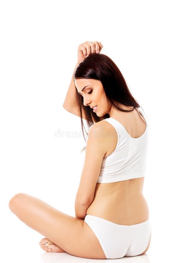 Jong, sportief, geschikt en mooi meisje in sportief ondergoed stock fotografie