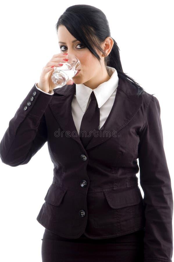 Jong uitvoerend drinkwater stock afbeeldingen