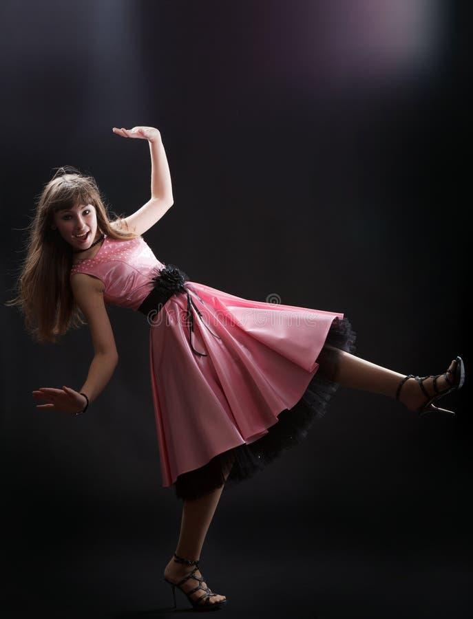 Jong vrolijk meisje bij studio stock foto's
