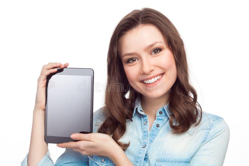 Jong vrolijk meisje die tablet tonen royalty-vrije stock foto's