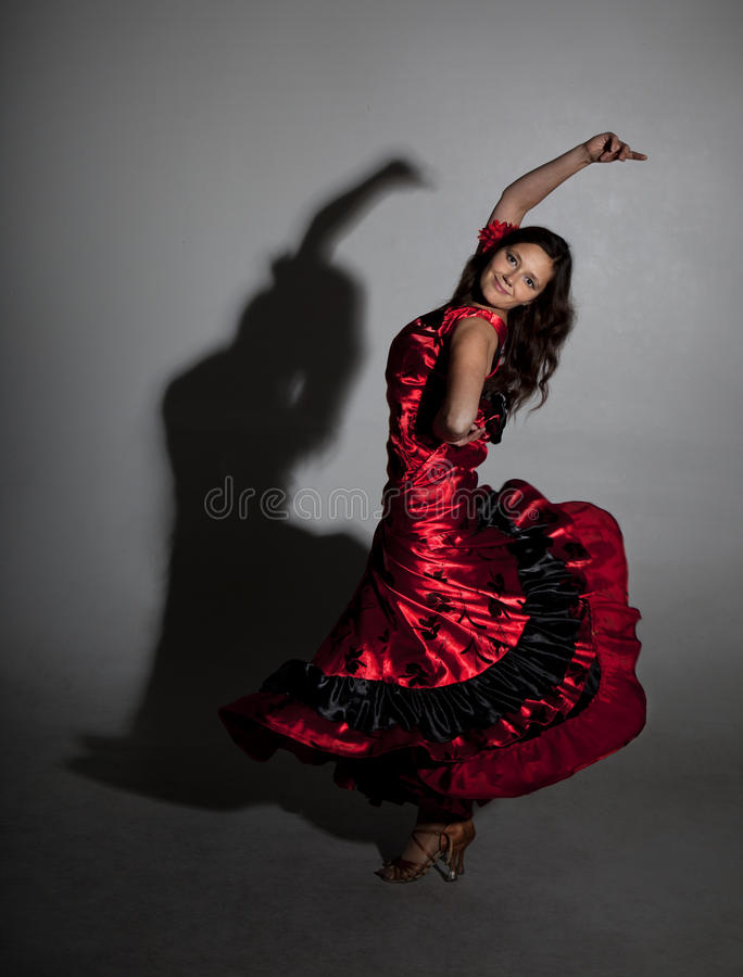 Jong vrouw het dansen flamenco royalty-vrije stock afbeelding