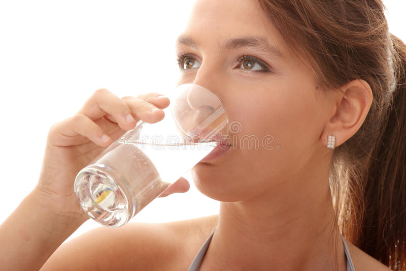 Jong vrouwen drinkwater royalty-vrije stock foto
