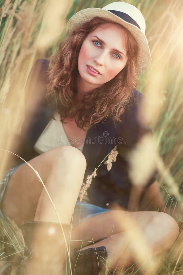 Jong vrouwen in openlucht portret stock fotografie