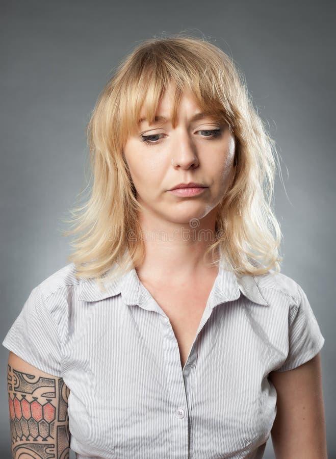 Jong vrouwenportret, droevige uitdrukking stock foto's