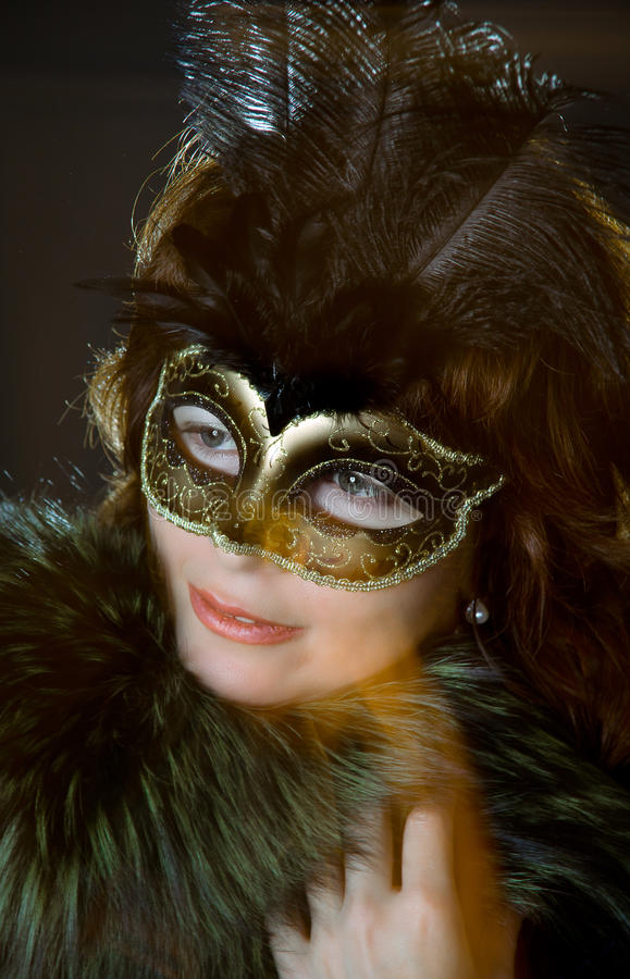 Jong vrouwenportret met masker stock foto