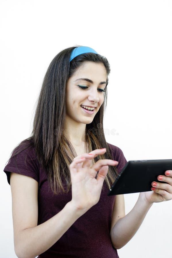 Jong wijfje die een tablet houden royalty-vrije stock afbeeldingen