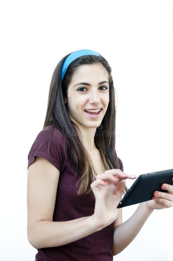 Jong wijfje die een tablet houden stock fotografie