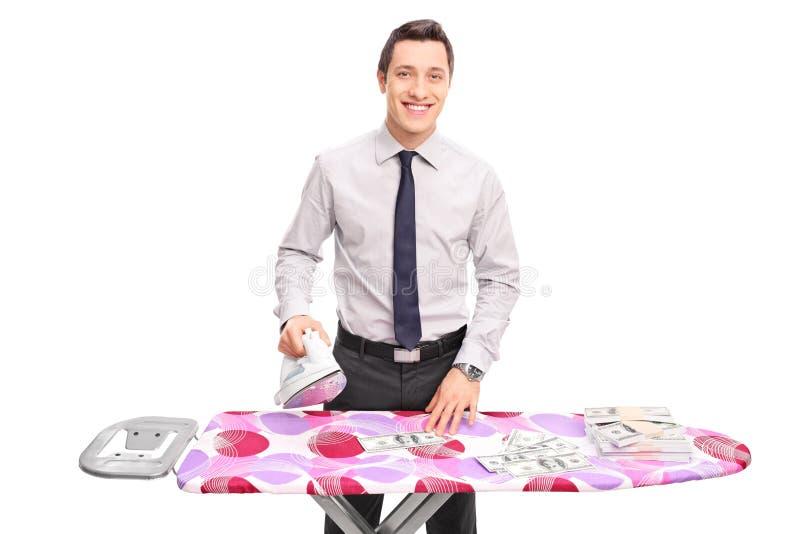 Jong zakenman het strijken geld royalty-vrije stock afbeeldingen