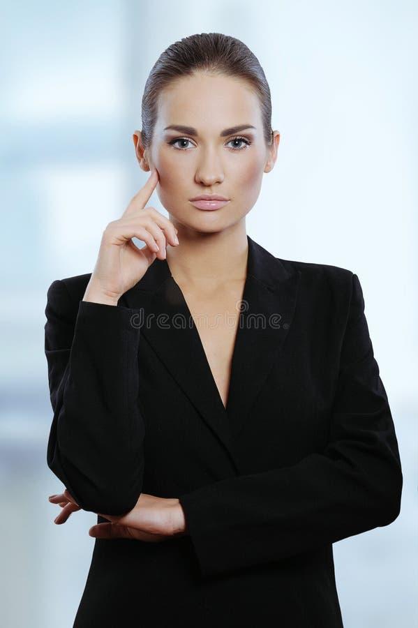 Jonge aantrekkelijke bedrijfsvrouw stock fotografie