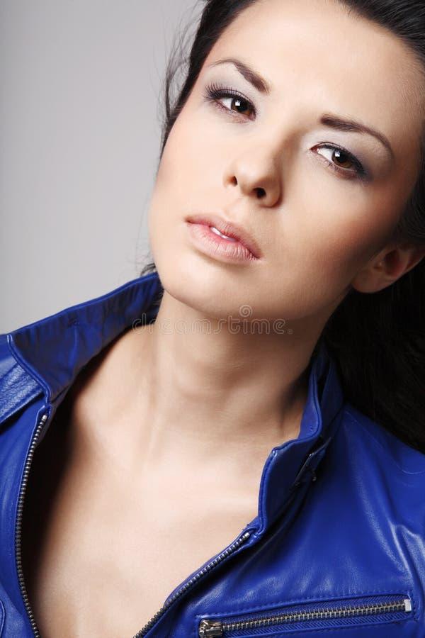 Jonge aantrekkelijke brunette. royalty-vrije stock foto's