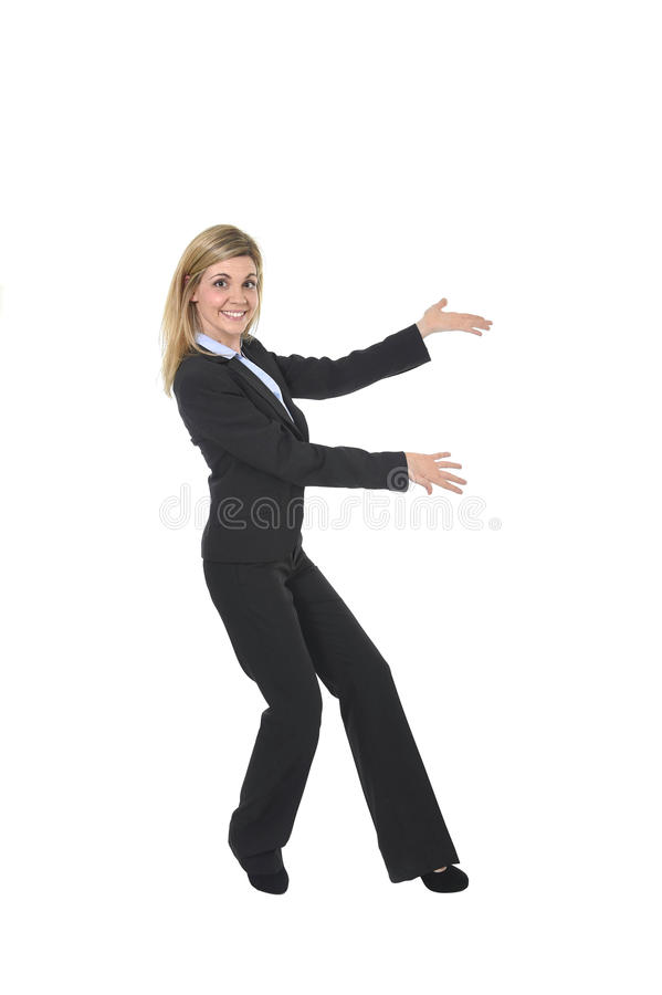 Jonge aantrekkelijke gelukkige bedrijfsvrouw die zeker het glimlachen opgewekt het voorstellen product stellen royalty-vrije stock afbeelding
