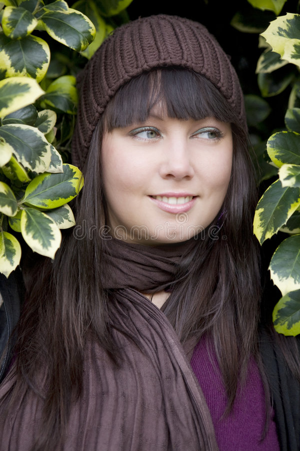 Jonge aantrekkelijke peinzende vrouw die GLB draagt royalty-vrije stock foto's