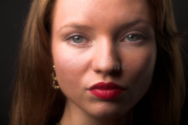 Jonge aantrekkingskrachtvrouw stock foto