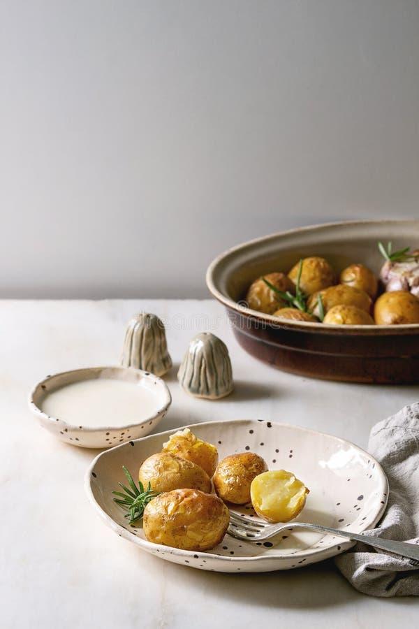 Jonge aardappelen in de schil royalty-vrije stock foto