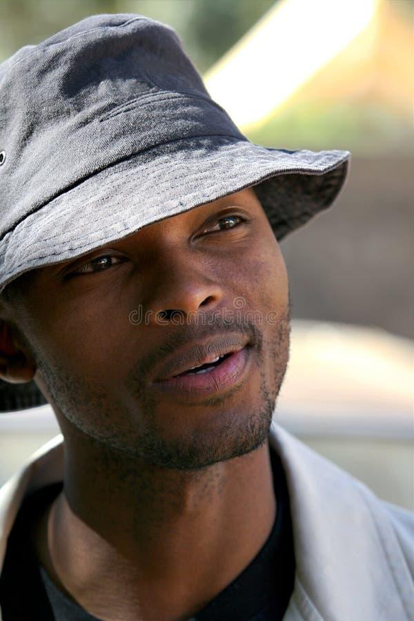 Jonge Afrikaanse mens stock foto