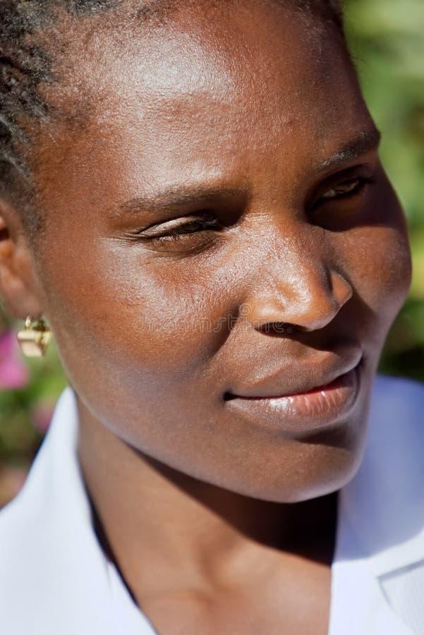 Jonge Afrikaanse vrouw royalty-vrije stock fotografie