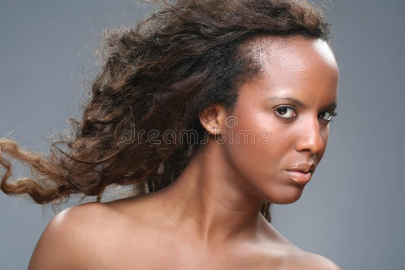 Jonge Afrikaanse vrouw stock foto's