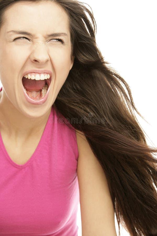 Jonge agressieve vrouw die luid gillen royalty-vrije stock afbeelding