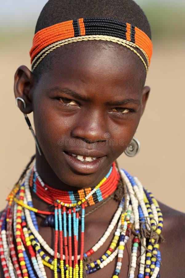 Jonge Arbore-vrouw in Lagere Omo-Vallei, Ethiopië stock foto